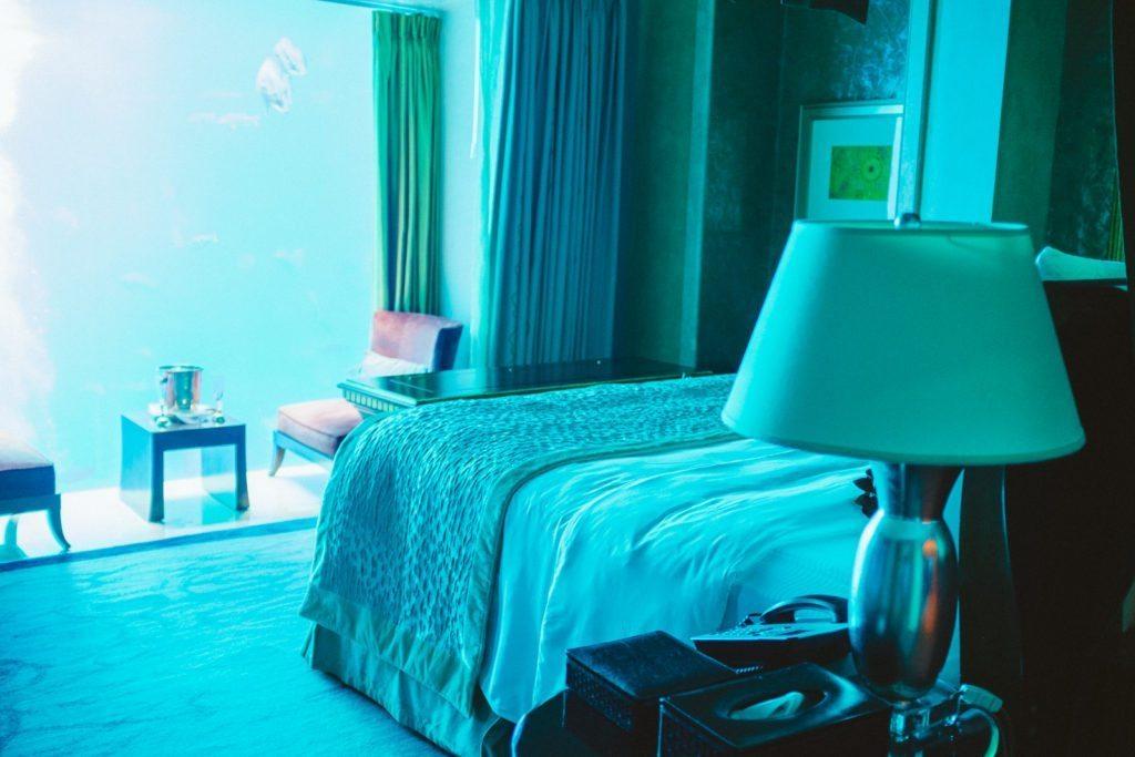 atlantis-the-palm-dubai-neptune-underwater-suite-8935